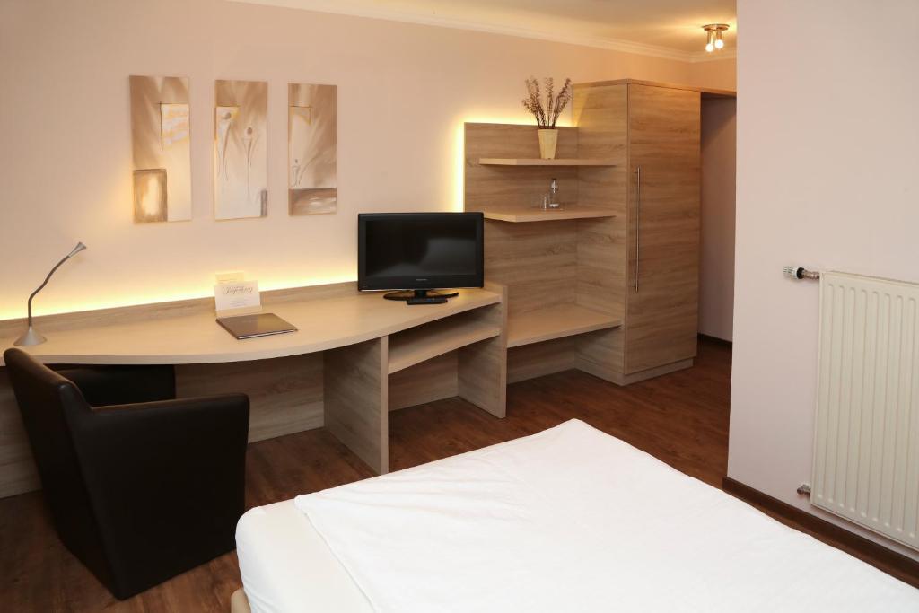Ein Bett oder Betten in einem Zimmer der Unterkunft Landhaus Jägerkrug