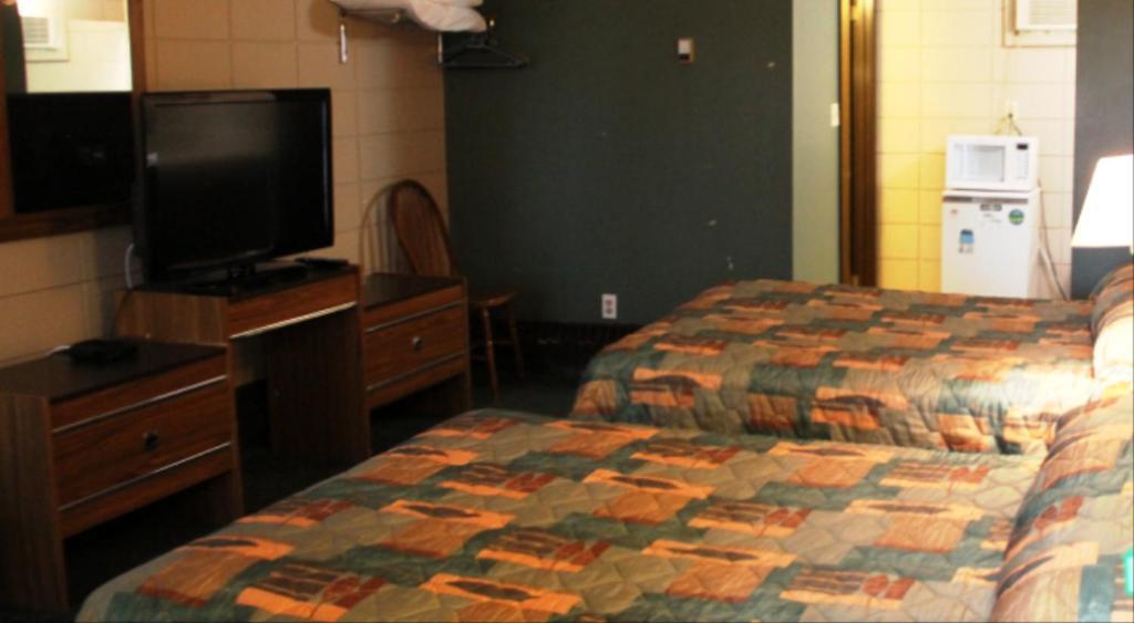Кровать или кровати в номере Goodknight Inn