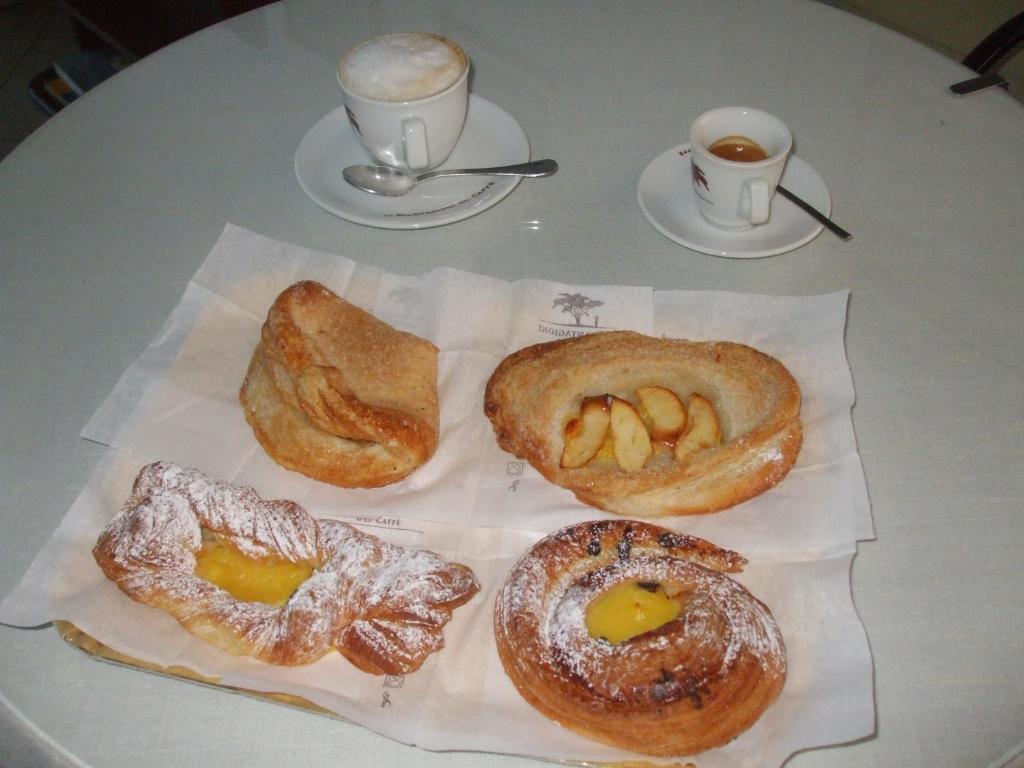Завтрак для гостей Hotel Cucciolo