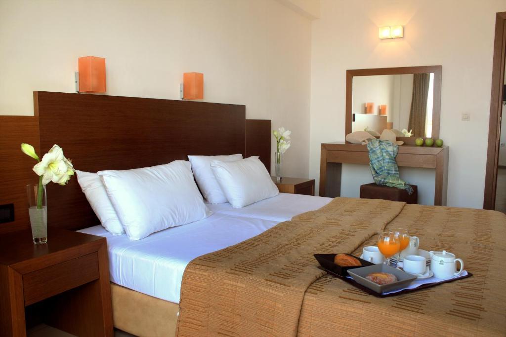 Un ou plusieurs lits dans un hébergement de l'établissement Rodian Gallery Hotel Apartments