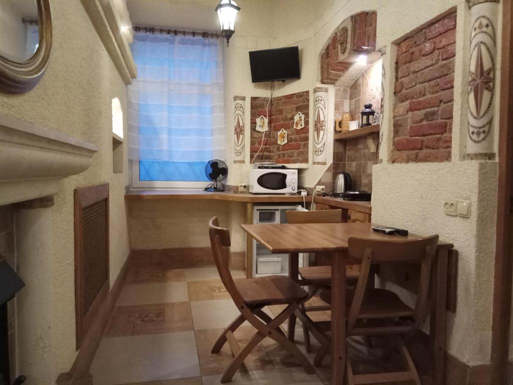 Кухня или мини-кухня в Admiral-apartment