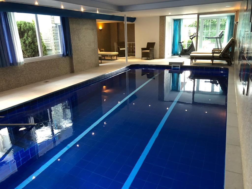 Der Swimmingpool an oder in der Nähe von Hotel Scherf