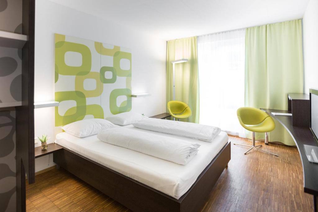 Кровать или кровати в номере arte Hotel Krems