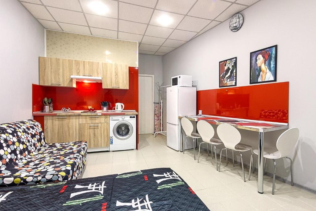 Кухня или мини-кухня в RentalSPb on Soviet street
