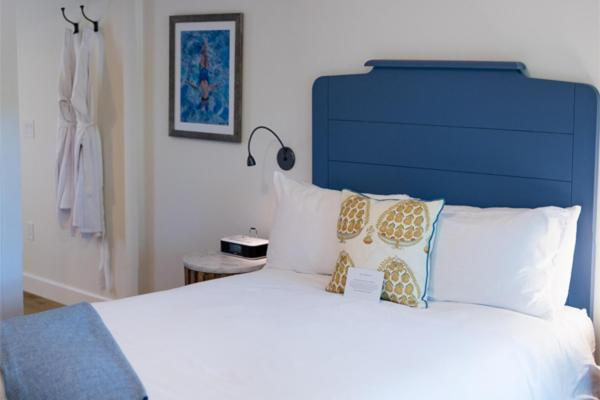 A bed or beds in a room at Indian Springs Resort & Spa