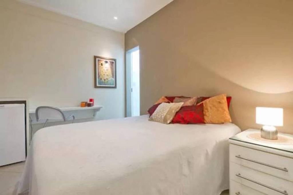 A bed or beds in a room at HomeStay 3 - Avenida Carlos Gomes
