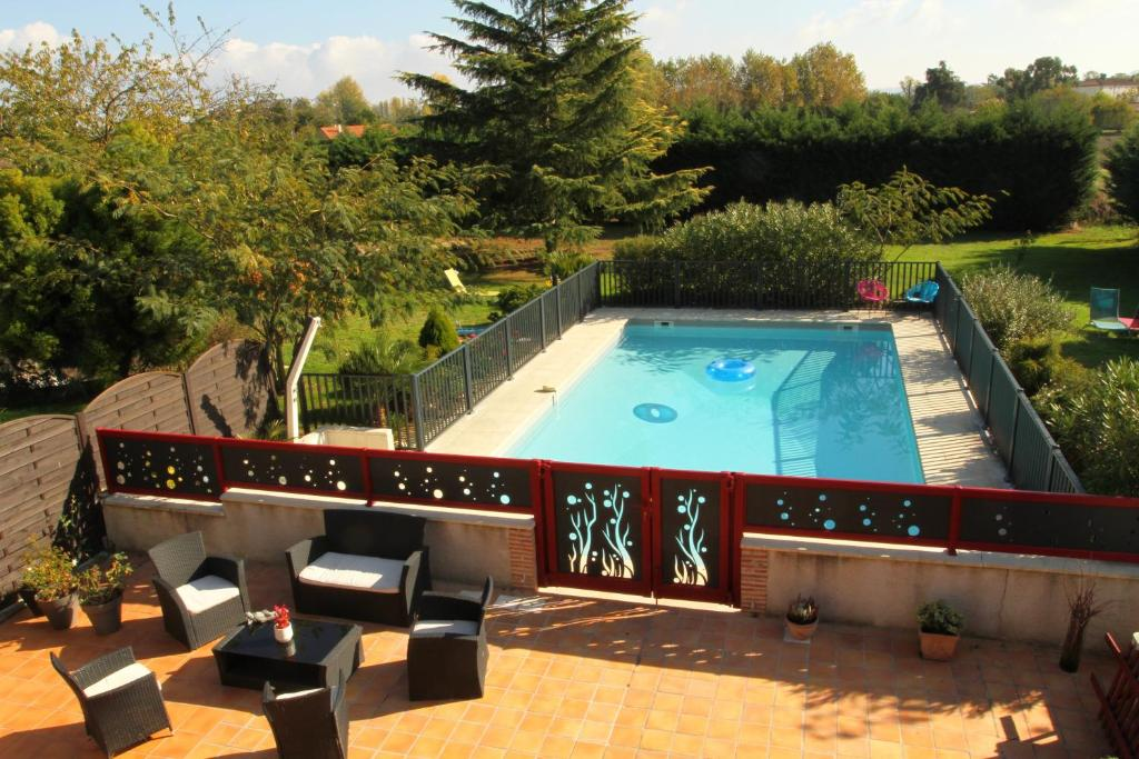 A view of the pool at Le Mas des Cerisiers or nearby