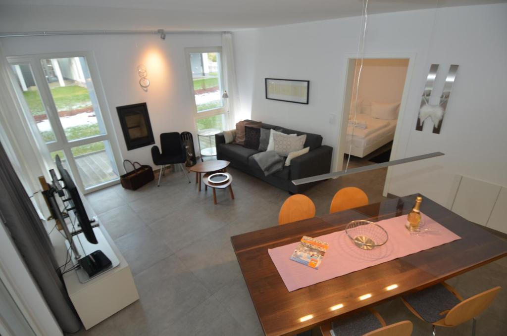 Ein Sitzbereich in der Unterkunft Strandvilla Baabe - Ferienwohnung 16 mit Sauna