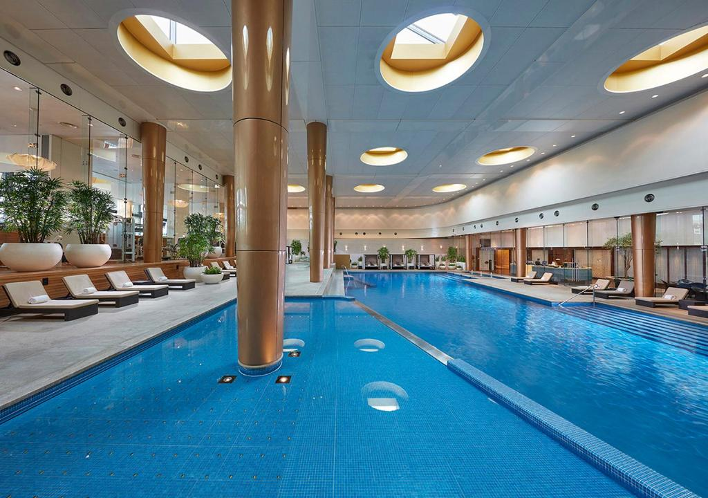 The swimming pool at or close to Crown Towers Melbourne