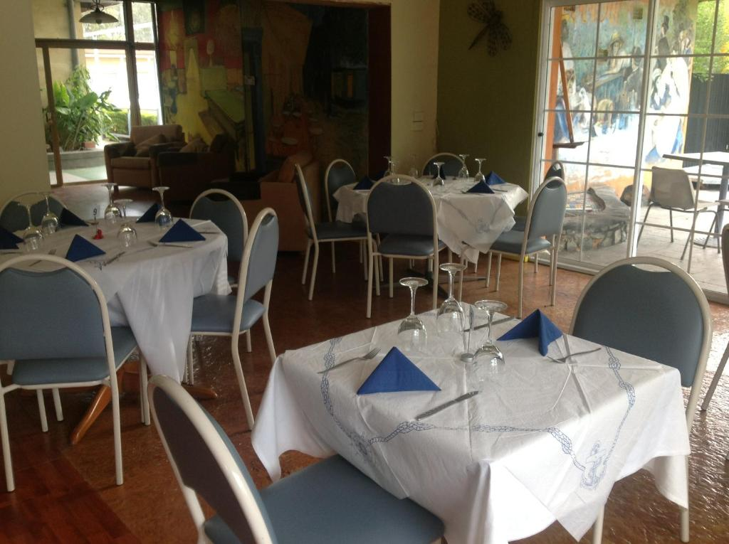 A restaurant or other place to eat at Grampians Motel /Hotel