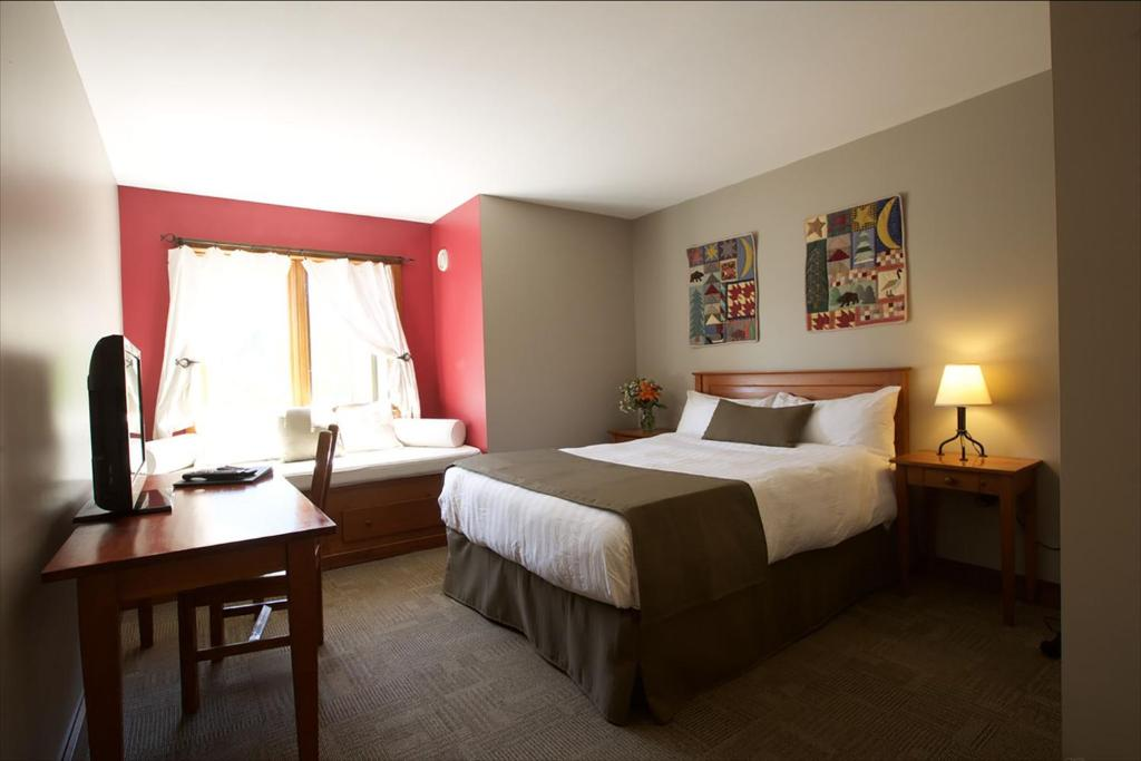 A bed or beds in a room at Howe Sound Inn & Brewing Company