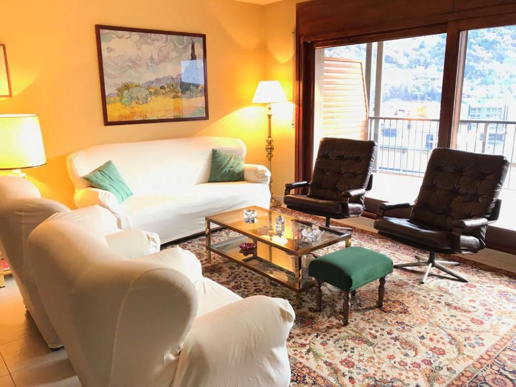 A seating area at Apartament Teulades
