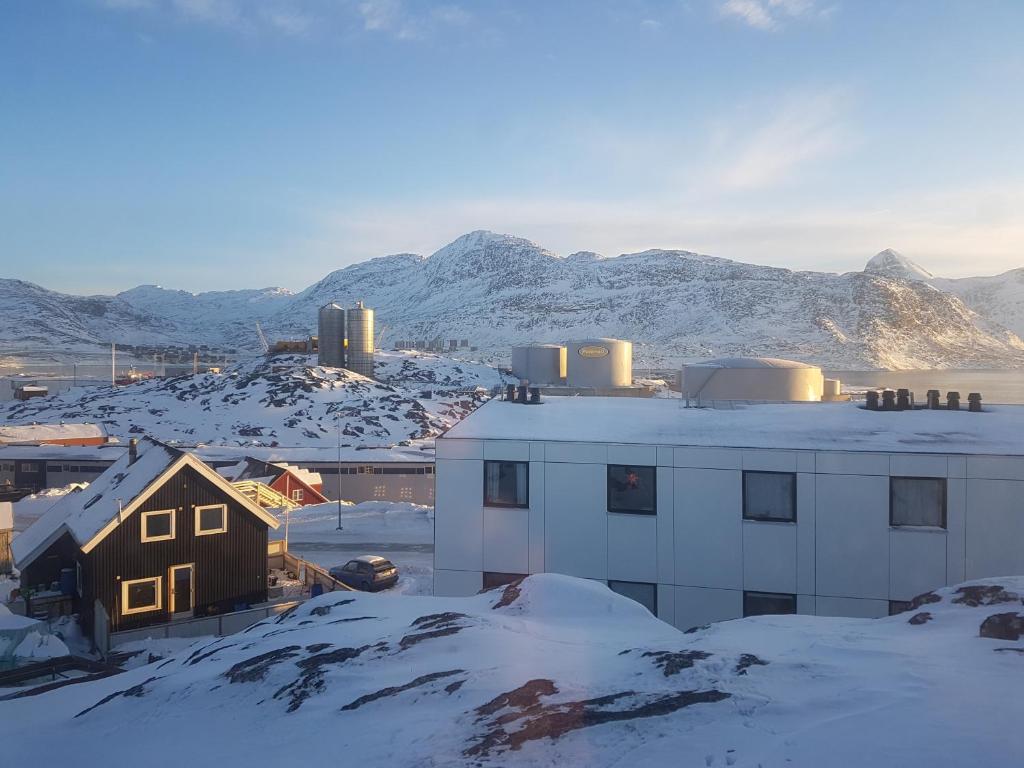 Vandrehuset 2 og 3 during the winter