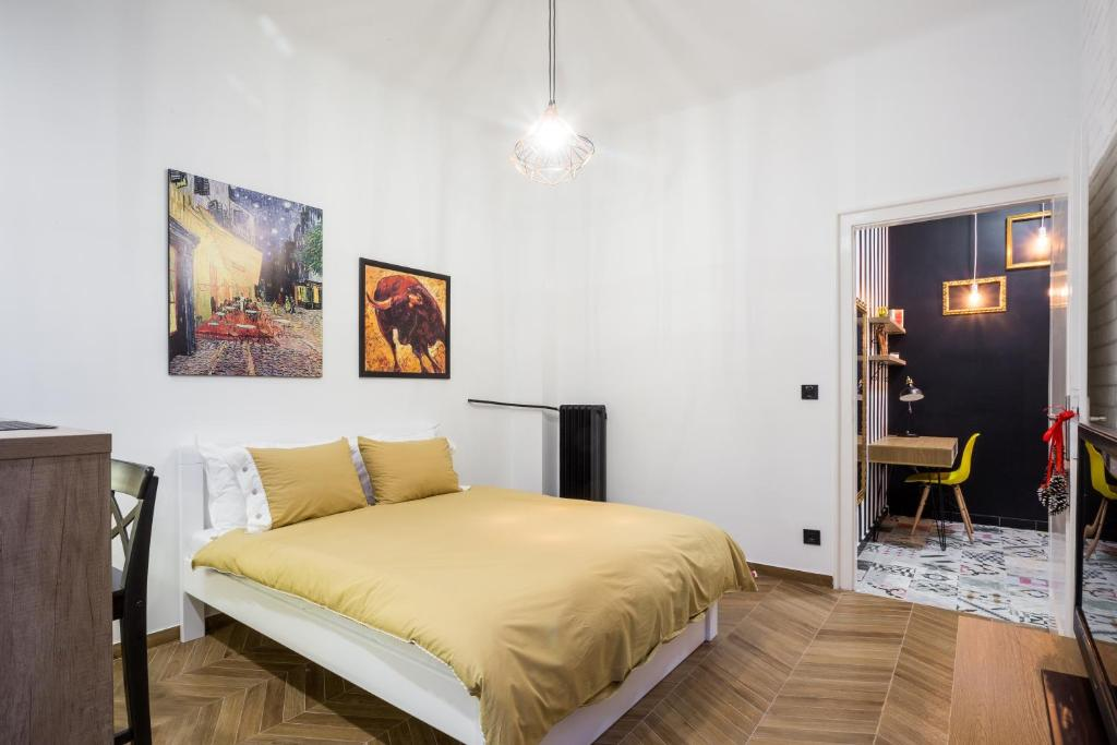 A bed or beds in a room at Apartment Eugen