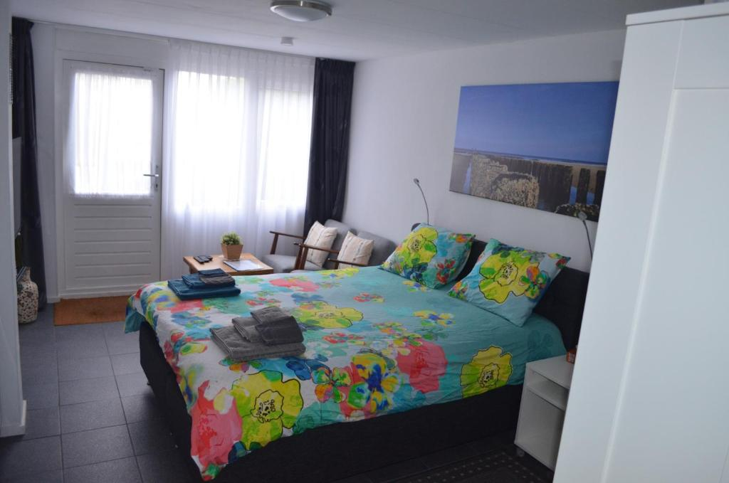 A bed or beds in a room at Vlissingen B&B