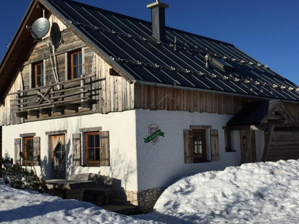Almchalet Feuerkogel im Winter