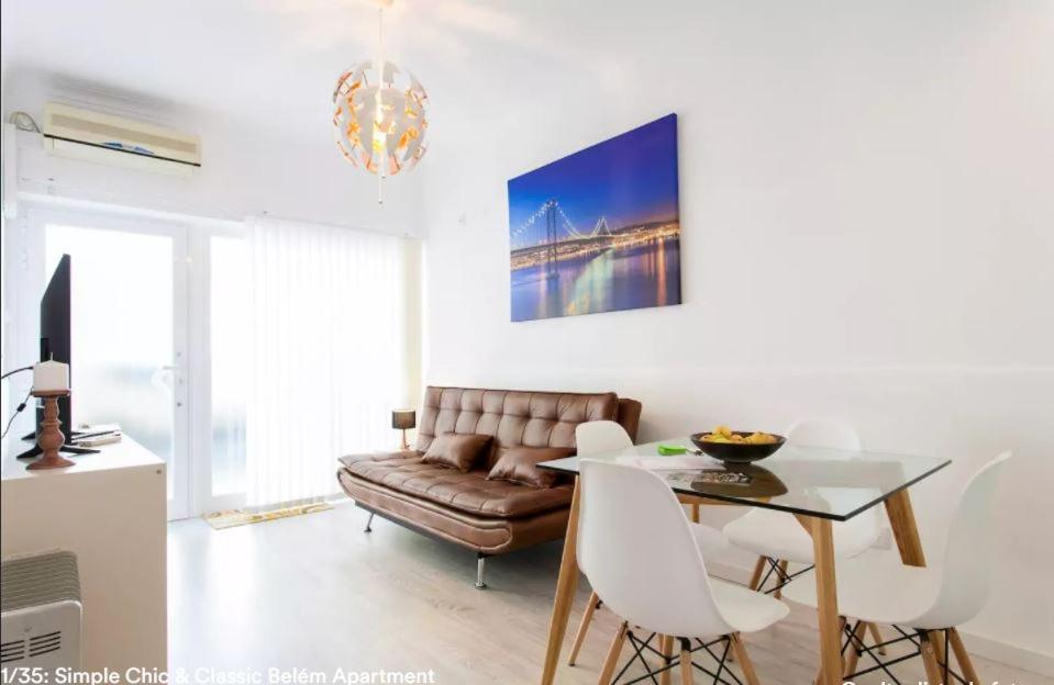 Uma área de estar em Simple Chic Belem Apartment