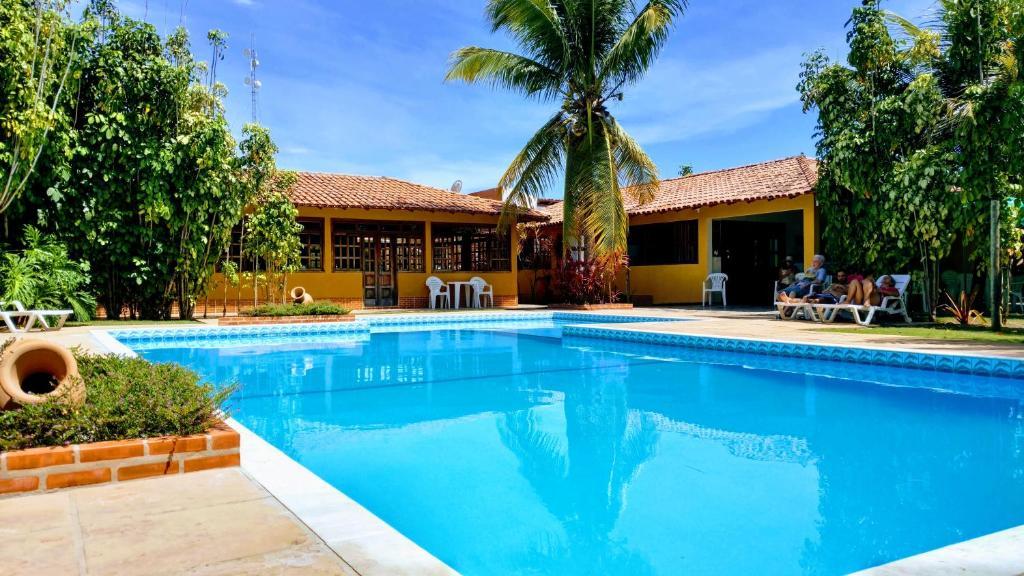 A piscina localizada em Pousada Verdes Mares ou nos arredores