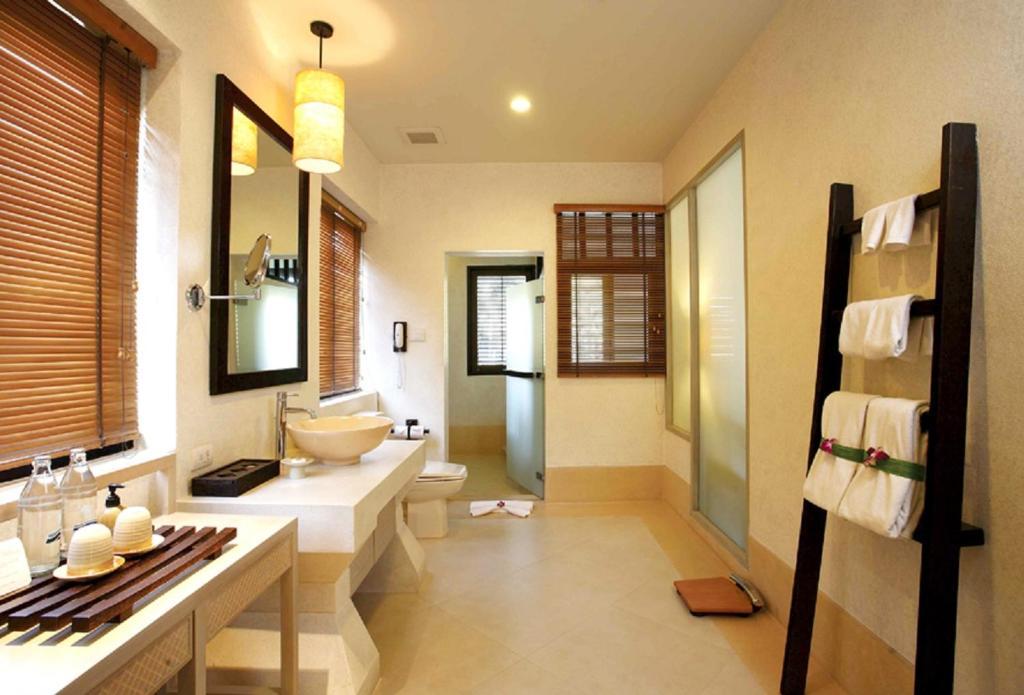 A bathroom at Melati Beach Resort & Spa - SHA Plus Certified