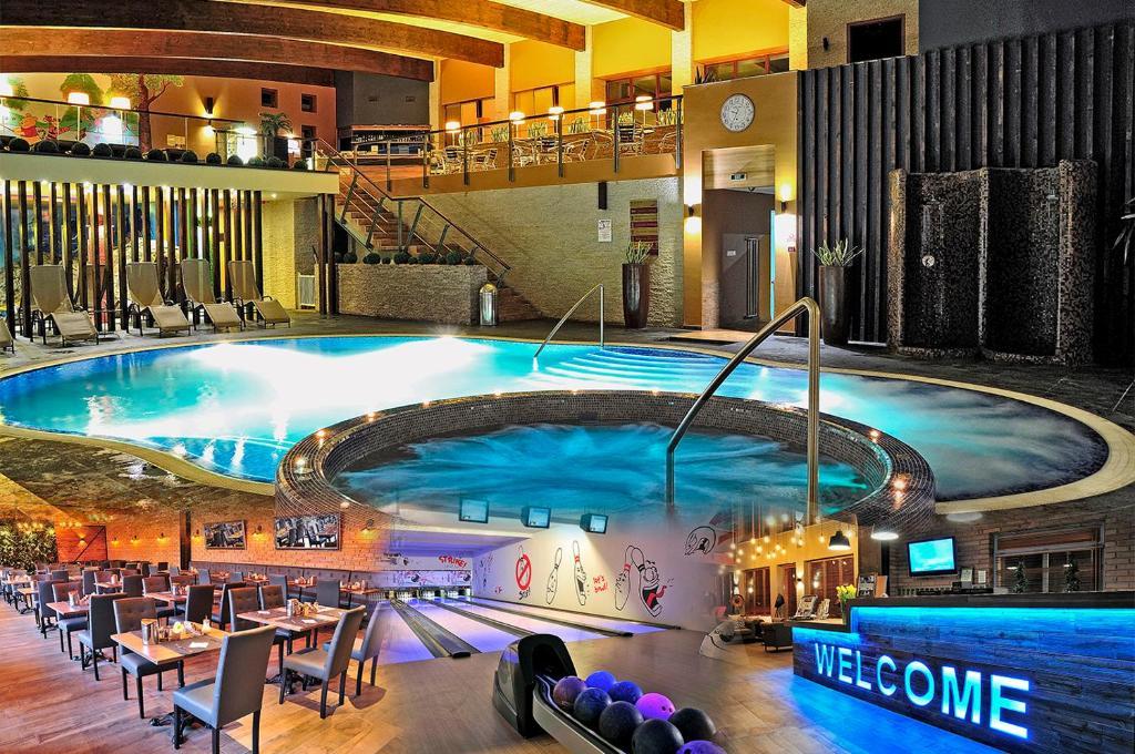 Der Swimmingpool an oder in der Nähe von Diamant Hotel