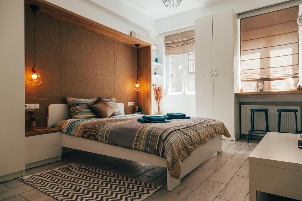 A bed or beds in a room at Charming Marine Studio