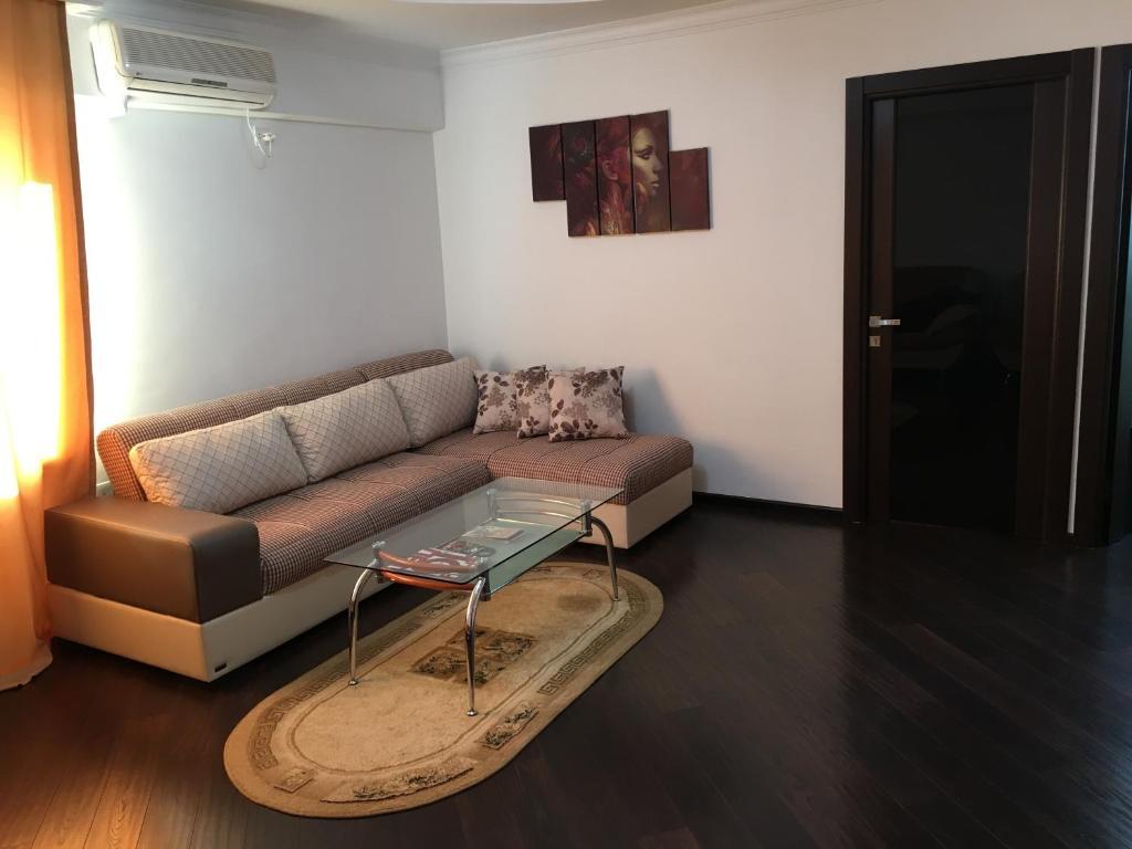 Uma área de estar em Welcome Baku Apartment