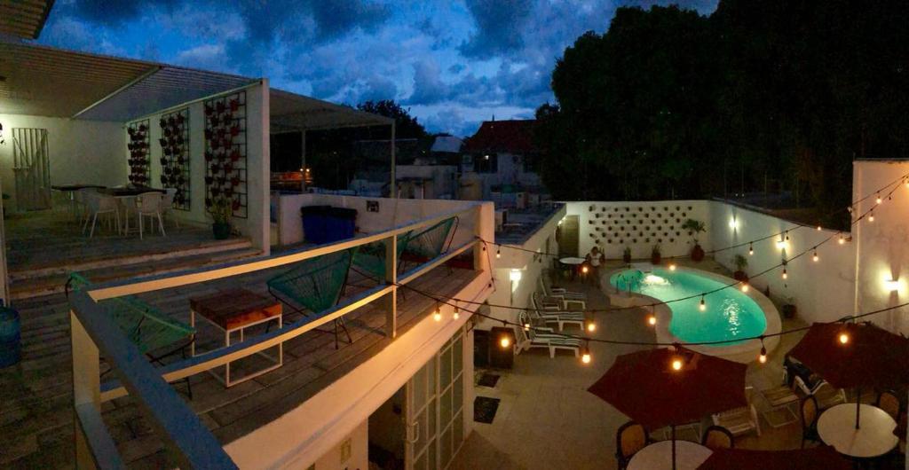 Moloch Hostel & Suites