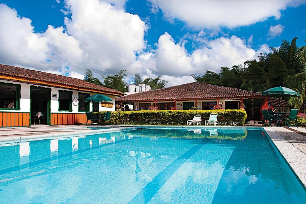 Бассейн в Hotel La Floresta или поблизости