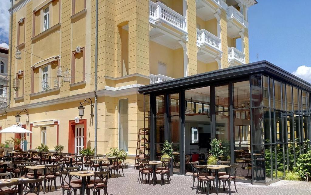 Hotel Gardenijaにあるレストランまたは飲食店