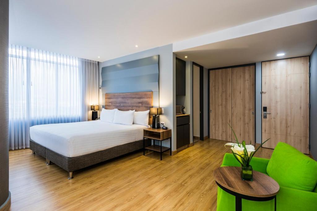 A bed or beds in a room at La Quinta by Wyndham Medellin