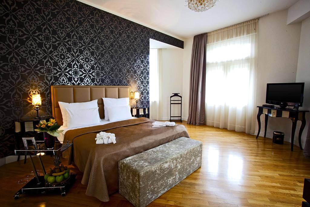 A bed or beds in a room at Deminka Palace