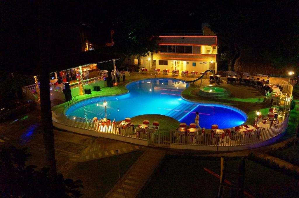 Вид на бассейн в Hostería Fundadores или окрестностях
