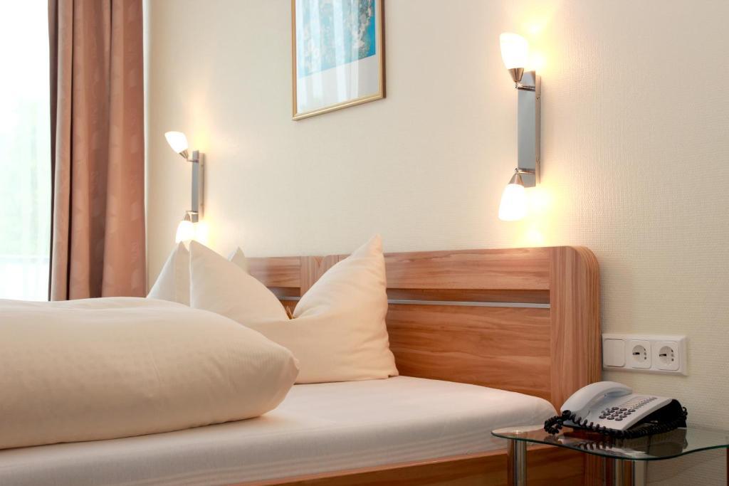 Ein Bett oder Betten in einem Zimmer der Unterkunft Hotel Schober am Kurpark