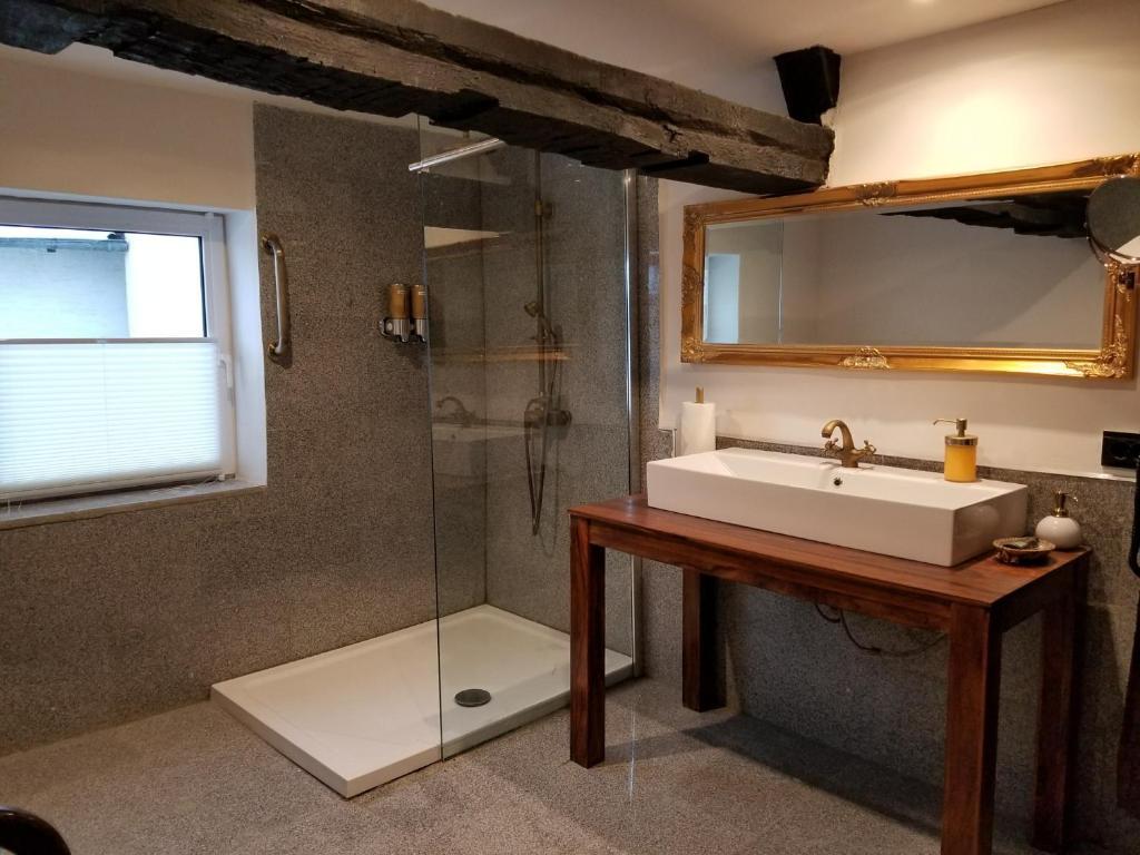 A bathroom at Villa Dornröschen Hofgeismar
