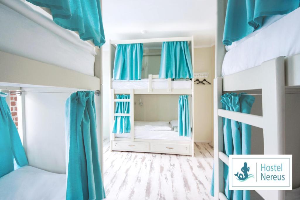 Двухъярусная кровать или двухъярусные кровати в номере Nereus Hostel near Kremlin