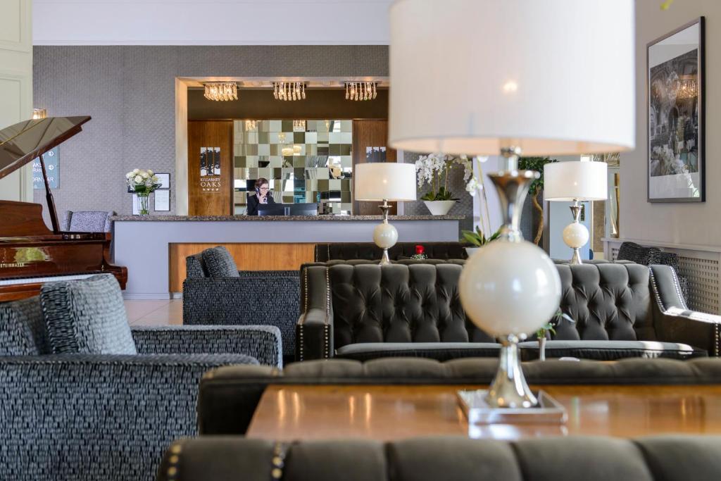 The lounge or bar area at Killarney Oaks Hotel