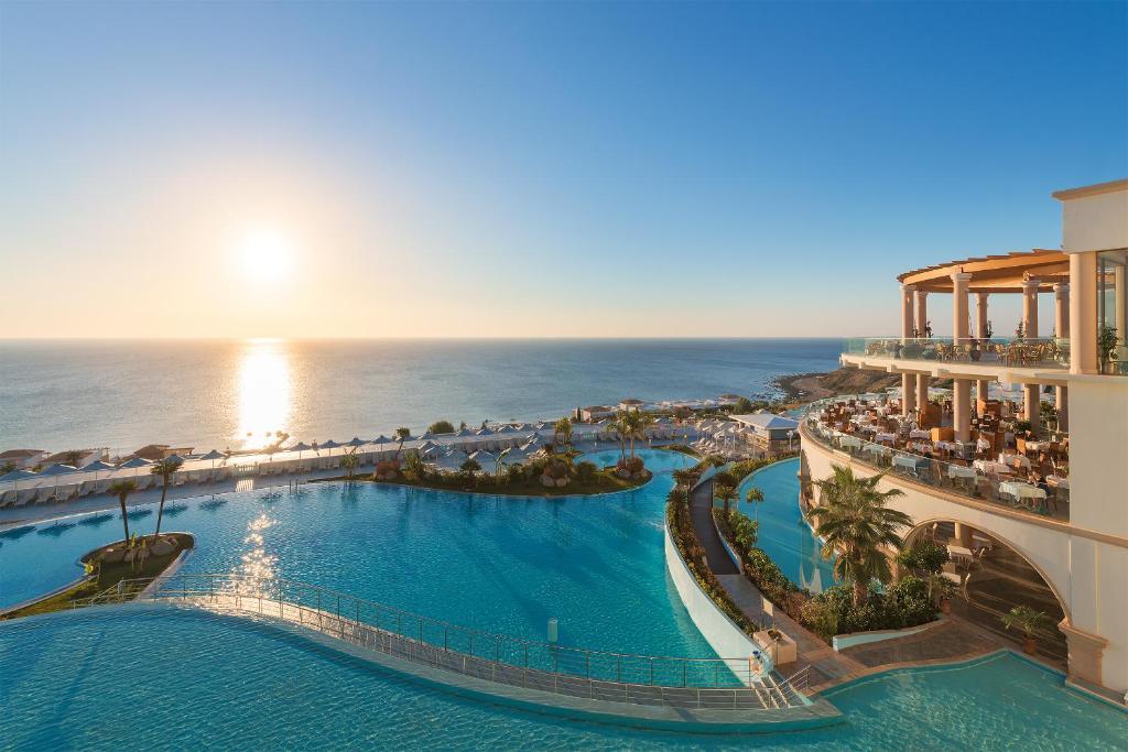 Poolen vid eller i närheten av Atrium Prestige Thalasso Spa Resort & Villas
