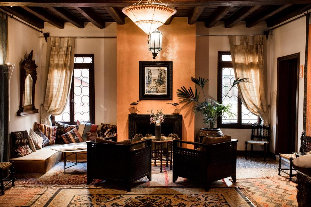 A seating area at Novecento Boutique Hotel