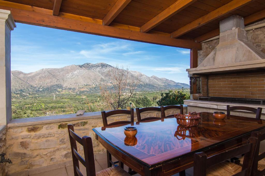 A general mountain view or a mountain view taken from the villa
