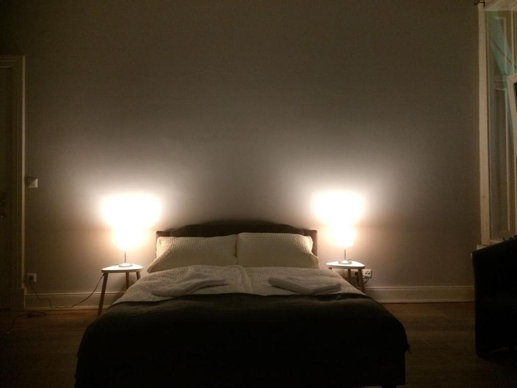 A bed or beds in a room at St. Pauli Lodge Townhouse