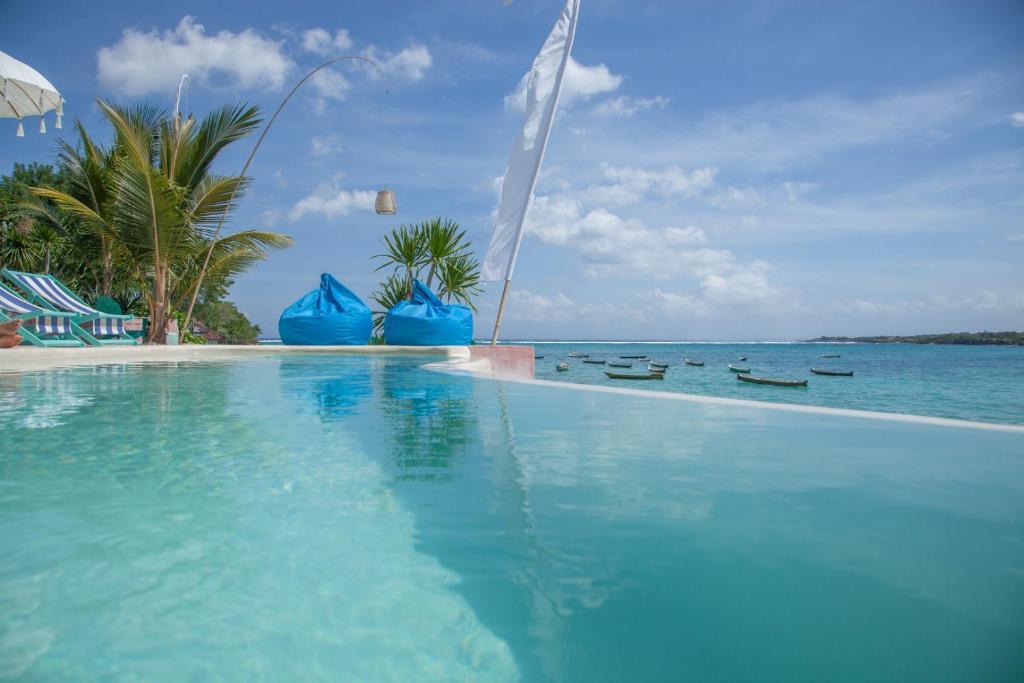 The swimming pool at or near Le Pirate Beach Club Nusa Ceningan