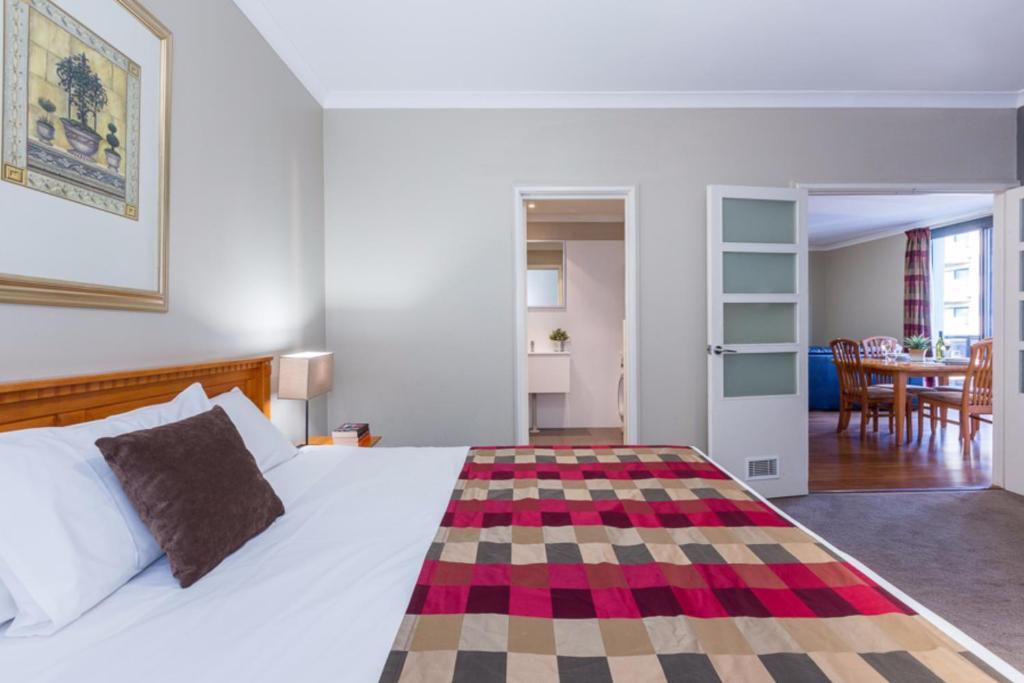 Mont Clare Boutique Apartments - Laterooms