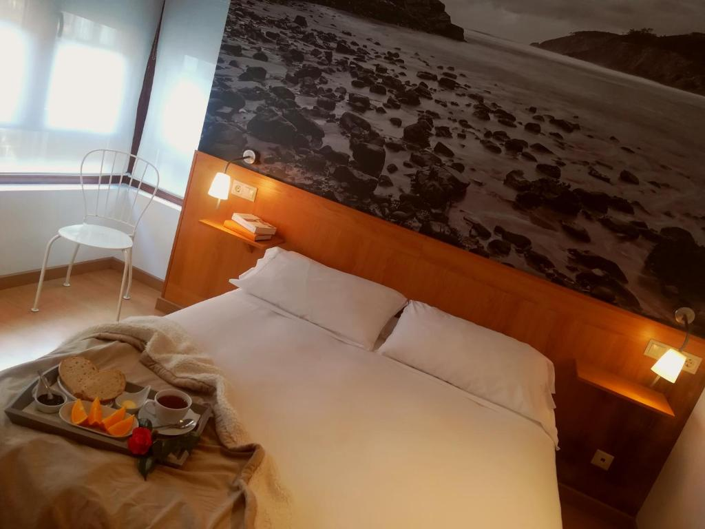 A bed or beds in a room at Hotel Dabeleira