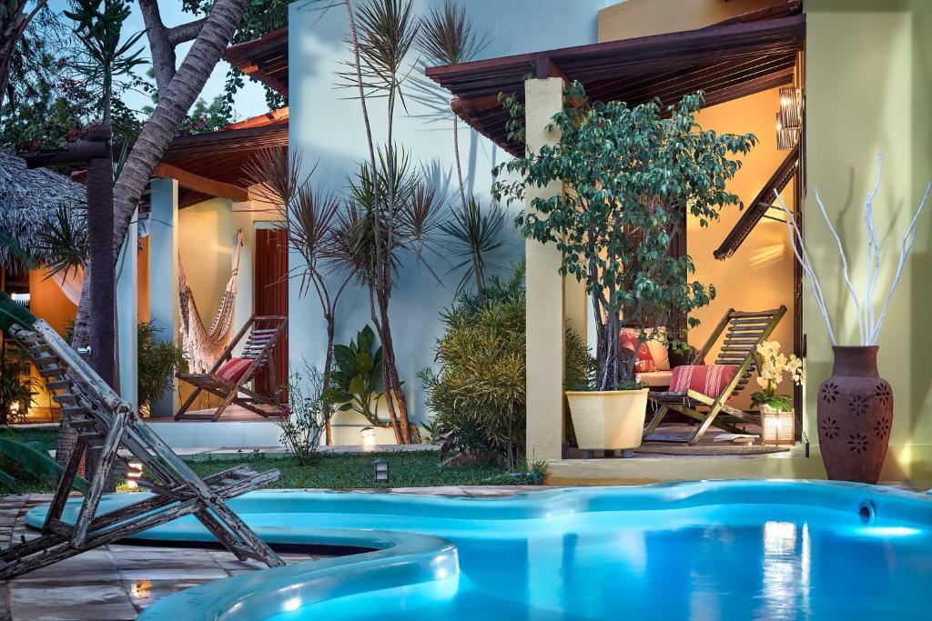 A piscina localizada em Pousada Surfing Jeri ou nos arredores