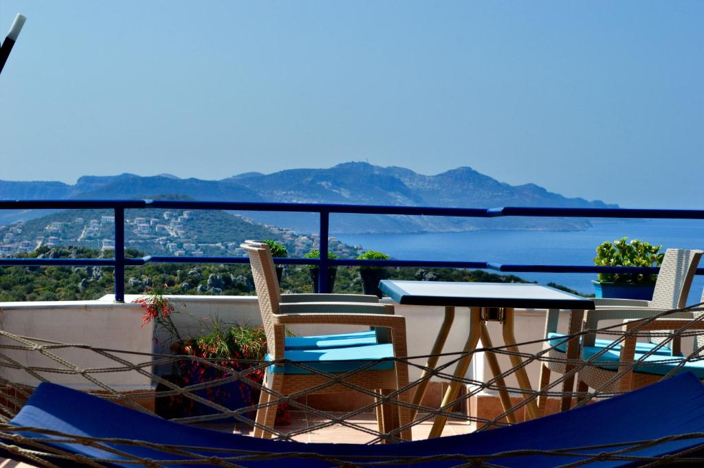 A balcony or terrace at Miramar Pansiyon