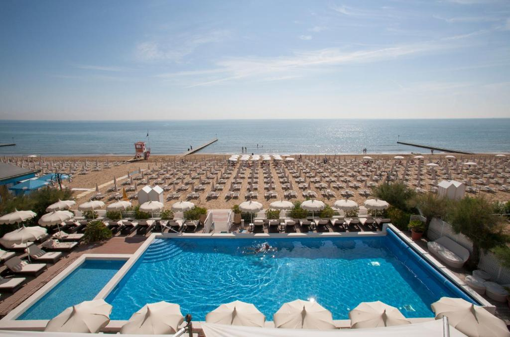 A view of the pool at Hotel Delle Nazioni or nearby