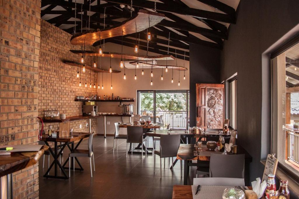 A restaurant or other place to eat at Nelspruit Lodge