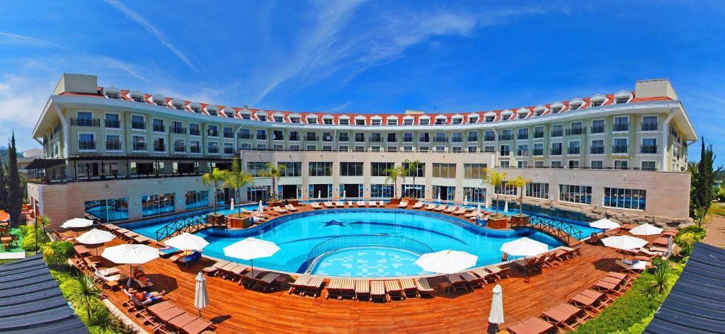Uitzicht op het zwembad bij Meder Resort Hotel - Ultra All Inclusive of in de buurt