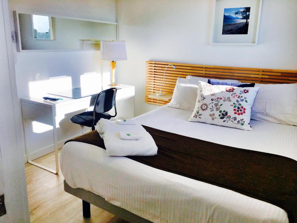 Кровать или кровати в номере The Inn on College