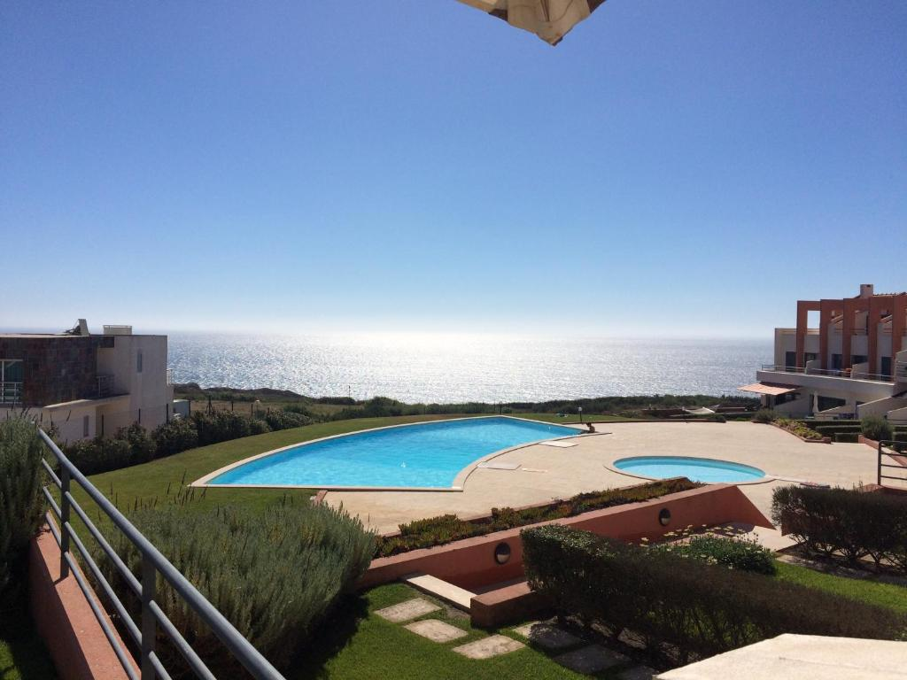 A view of the pool at Terraços da Peralta - Moradia D or nearby